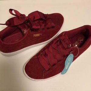 Women's Puma Tennis Shoes